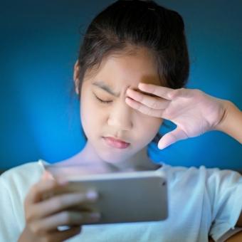 近年指摘されているブルーライトの影響と睡眠の関係