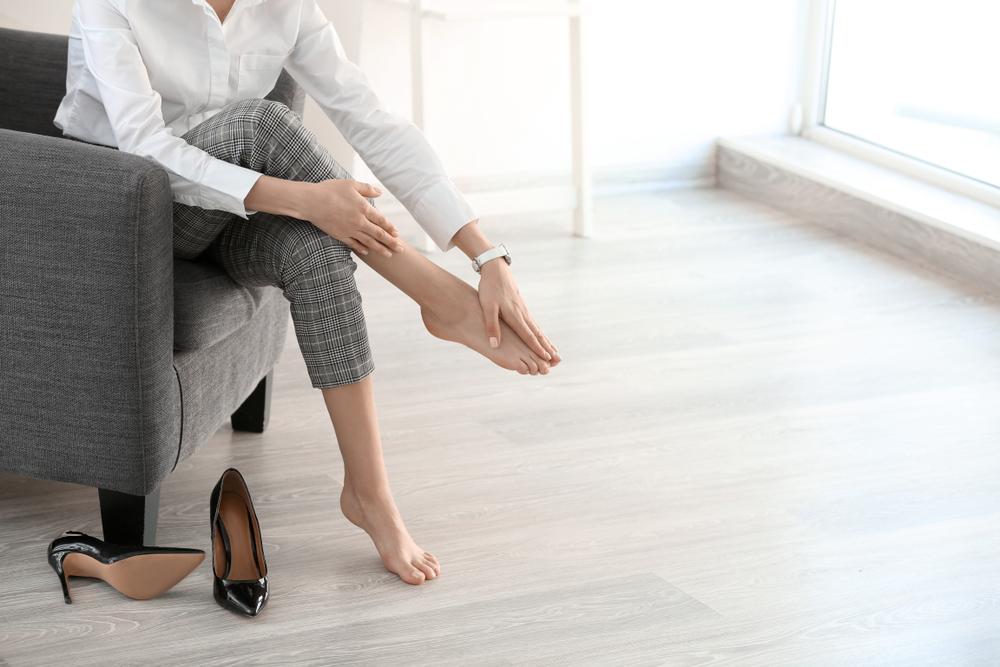 足のむくみを解消する簡単セルフケア