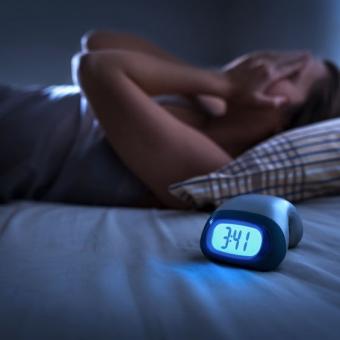 一番寝れない年代は40代?ストレスと睡眠時間の関連性