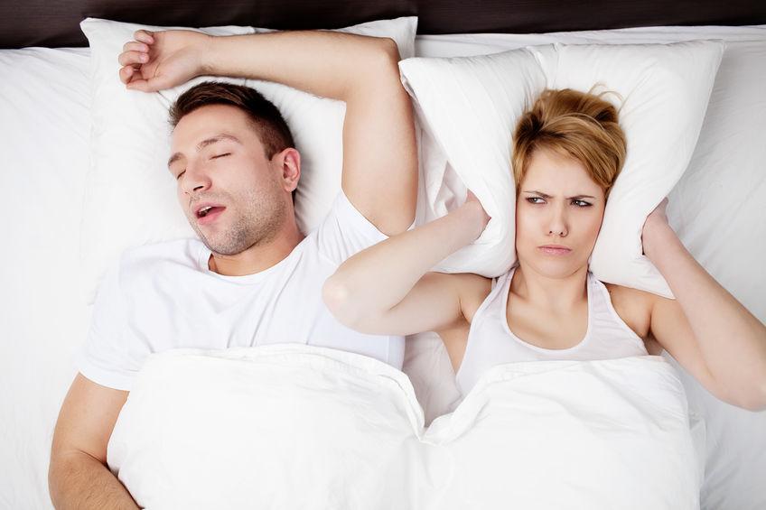 パートナーのいびきで眠れない!いびきを止める簡単な方法1