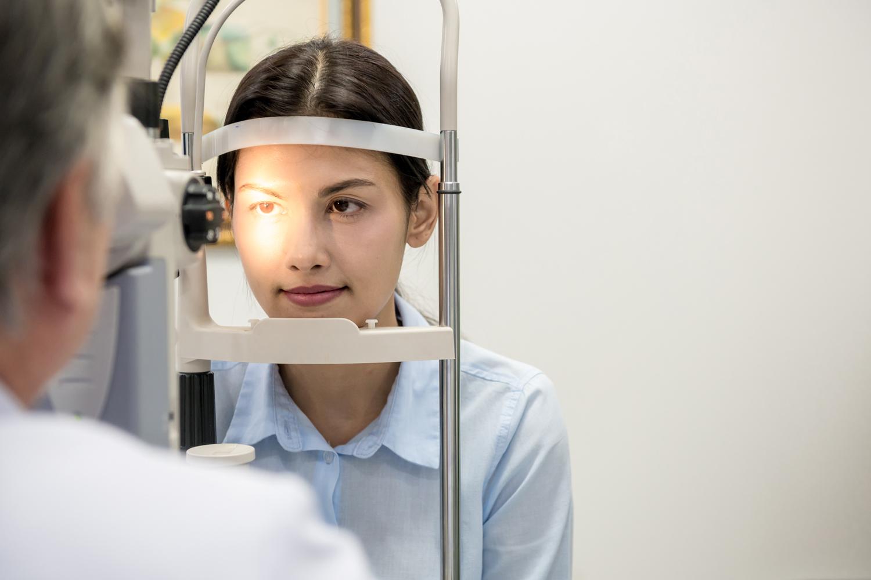 目の老化は老眼だけではない!代表的な目の加齢疾患について