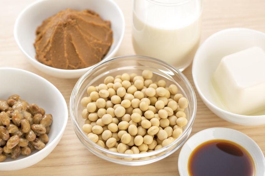 加齢に伴う分泌量減少を抑制する生活習慣と摂取したい栄養素